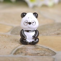 Blucome Animal Brooch Corsage Rhodium Plated Small Dress Pins Nice Gift For Kids Enamel Esmalte Black Panda Brooches Bijouterie Fashion 2017, Trendy Fashion, Fashion Beauty, All About Fashion, Passion For Fashion, Harajuku, Cute Jewelry, Fashion Pictures, Minimalist Fashion