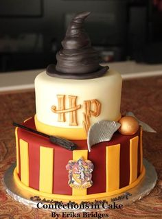 Some Cool Harry potter cakes / Harry potter themed cakes for Harry Potter's … Einige coole Harry-Potter-Kuchen / Harry-Potter-Kuchen für Harry-Potter-Fans. Bolo Harry Potter, Gateau Harry Potter, Harry Potter Fiesta, Harry Potter Birthday Cake, Harry Potter Food, Harry Potter Cupcakes, Harry Potter Theme Cake, Harry Potter Themed Party, Harry Potter Things