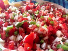 Hoy preparamos un dip de tomate, pimiento rojo y jalapeño. #RecetasGalaicus #aperitivo #dip #salsa