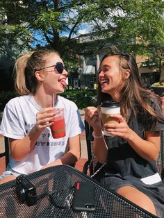 Consider a tier system, and deepen your friendship. Cute Friend Pictures, Friend Photos, Cute Photos, Best Friend Fotos, My Best Friend, Best Friends, Cute Friends, Friend Goals, Friends Forever