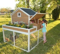 Chicken Coop - This chicken coop is one of our favorites, it creates an opportunity for you to grow a garden and raise chickens together in one place! Building a chicken coop does not have to be tricky nor does it have to set you back a ton of scratch. Chicken Coop Designs, Small Chicken Coops, Chicken Coop Run, Portable Chicken Coop, Backyard Chicken Coops, Building A Chicken Coop, Chicken Runs, Chickens Backyard, Chicken Coup