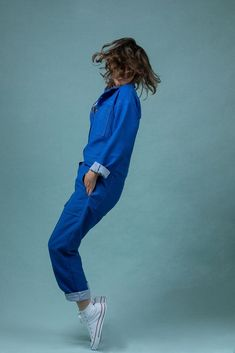 Buy the Jean-Paul Boiler Suit Coverall sewing pattern from Ready to Sew, once a practical garment, now it's the height of fashion, or it can be both. Style Bleu, Sewing Jeans, Patterned Jeans, Boiler Suit, Suit Covers, Jean Paul, Workwear Fashion, Denim Jumpsuit, Overalls