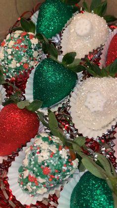 Best Chocolate Covered Strawberries Recipe - My Recipes Chocolate Covered Treats, Chocolate Dipped Strawberries, Christmas Snacks, Christmas Baking, Formation Patisserie, Elegante Desserts, Kreative Desserts, Strawberry Dip, Strawberry Ideas