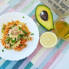 Paste tricolore cu ton si sos de iaurt cu avocado - Paste, Avocado Egg, Cantaloupe, Eggs, Fruit, Breakfast, Food, Morning Coffee, Essen