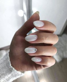 Neutral wedding nails are the most traditional idea that usually fits all the bridal styles. There are lots of ideas to personalize your neutral wedding nails. Spring Nail Colors, Spring Nails, Fabulous Nails, Perfect Nails, Milky Nails, Nagel Blog, Minimalist Nails, Neutral Nails, Dream Nails