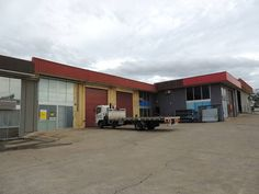 INDUSTRIAL WAREHOUSE FOR SALE IN YATALA QLD ASKING PRICE 230000 GST 171m2