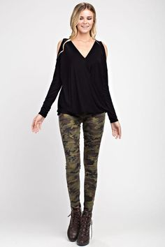Our BEST SELLING moto jeggings are back in camo print and they are a MUST HAVE for Fall. Super nice cotton/spandex, they feature an elastic waist, ankle zipper detail and provide a true to size fit. Camo Outfits, Blazer Outfits, Sweater Outfits, Casual Outfits, Moto Style, Camo Print, Boutique Clothing, Spring Outfits, Womens Fashion