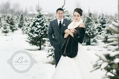 Beautiful winter wedding photos in Vermont from Lis Photography