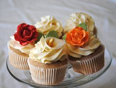 flowers wedding cupcakes, how sweet would a tower of these be in the different colors and flowers in the wedding. You could have several different flavor cupcakes too.