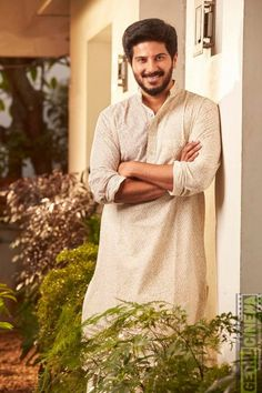 Dulquer Salmaan is an Indian film actor who appears predominantly in Malayalam and Tamil films, younger son of actor Mammootty and Sulfath. Actor Picture, Actor Photo, Cute Celebrities, Indian Celebrities, Celebs, Famous Indian Actors, Senior Boy Photography, Cute Celebrity Couples, Vijay Actor
