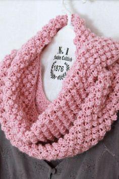 As White I Know Blackberry stitches . Crochet Scarves, Crochet Shawl, Crochet Clothes, Knit Crochet, Stitch Patterns, Knitting Patterns, Crochet Patterns, Knitting Stitches, Baby Knitting