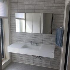 サンワカンパニーのある暮らし|サンワカンパニー Washroom, Alcove, I Am Awesome, Bathtub, Vanity, Interior, Home Decor, Standing Bath, Dressing Tables