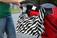 This pattern is so neat. diaper bag with handle and you can snap it onto the handles of a stroller. 25 Free Sewing Patterns for purses and handbags!!