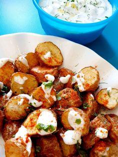 Crispy Mexican Potato Bites Mexican Potatoes, Fried Potatoes, Mexican Fries, Yummy Snacks, Yummy Food, Mexican Seasoning, Potato Bites, Potato Curry, Tzatziki Sauce