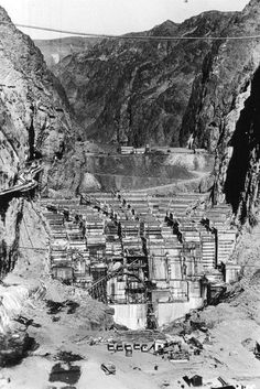 An overview of Hoover Dam construction history with photos the second highest dam in the state and the highest in the world and Las Vegas major tourist attraction. Hoover Dam Construction, Old Photos, Great Photos, Las Vegas, Boulder City, Lake Mead, Beautiful Photos Of Nature, Amazing Architecture, Aerial View