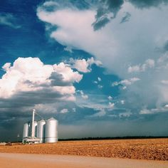 Incoming dust storm approaching the iconic 80-foot-tall grain silos in #GilbertAZ taken by @one7studios. The silos have been around since the early 1960s and were in use until 2002. They are recognized as architectural centerpieces of Morrison Ranch.