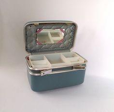 Vintage Train Case Boyle Train Case with Key Tray by ShaginyAndTil