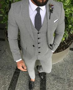 S style inspiration - suits - ties - pocket squares Wedding Suit Styles, Wedding Suits, Mode Masculine, Mens Fashion Suits, Mens Suits, Groomsmen Suits, Mode Man, Herren Style, Designer Suits For Men