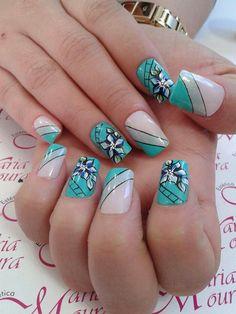 Just the striped nails. Cute Nail Art Designs, Creative Nail Designs, Nail Polish Designs, Beautiful Nail Designs, Beautiful Nail Art, Creative Nails, Green Nail Art, Funky Nail Art, Green Nails