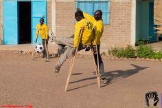 """El Chad (África) www.deporteyartesolidario.tv Enero 2013 Partido Fútbol Centro """"endecapès"""" Entusiasmo Compañerismo Equipo"""