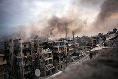 Bombs over Aleppo – Maysun/EPA    我拍攝過不少衝突,卻從來都未試過拍攝像敘利亞這種。這是敘利亞軍隊和叛軍之間的強戰,軍方出動迫擊炮猛烈炮轟整個民居,我在天台上小心翼翼地拍下這張作品,而軍隊的狙擊手則在街上開著槍。雖然我穿著防彈背心和頭盔,但如果被炸彈擊中時,它們不會發揮什麼作用。這張照片充分顯示出敘利亞的恐怖 – 當我見到這張照片時,雖然會覺得生氣,但更多的是對敘利亞發生的一切感到的難過。