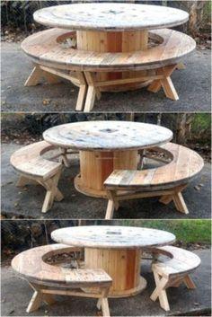 Pallet Furniture Outdoor Table, Diy Outdoor Table, Pallet Patio, Wooden Furniture, Furniture Ideas, Furniture Layout, Furniture Design, Cheap Furniture, Garden Pallet
