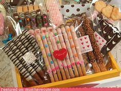 Chocolate Covered Pretzels (My favorite) Chocolate Covered Treats, Chocolate Bark, Chocolate Covered Strawberries, Chocolate Dipped, Homemade Chocolate, Cute Snacks, Cute Desserts, Cute Food, Delicious Desserts