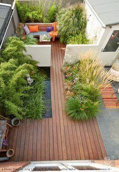 Kleiner ummauerter Stadtgarten mit Teich. ENTWURF: © Jacqueline Volker - www .... #entwurf #jacqueline #kleiner #stadtgarten #teich #ummauerter #volker