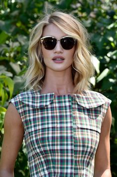 At the end of Rosie Huntington-Whiteley got the ultimate clavicut, and a love affair was born. Since then we've been obsessed with her shoulder-skimming Rosie Huntington Hair, Rosie Huntington Whiteley Haircut, Curled Hairstyles, Trendy Hairstyles, Gorgeous Hairstyles, Clavicut, Rosie And Jason, Fall Hair Colors, Hair Inspiration