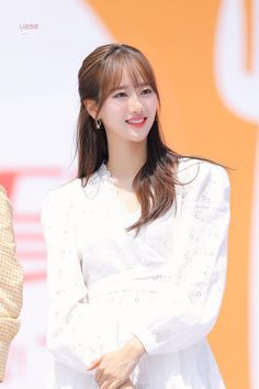 Kpop Girl Groups, Korean Girl Groups, Kpop Girls, Cute Couple Pictures, Kpop Outfits, Celebs, Celebrities, Aesthetic Photo, Ulzzang Girl
