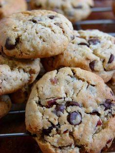 Ma recette FETICHE de cookies !!! Ingrédients: * 120gr de muesli, ou flocons d'avoine, ou cornflakes, ou pignons de pin ( j'ai tout testé ... tous bon !! une préférence pour le muesli ;) ) * 240gr de farine T55 * 2 oeufs * 1 sachet de levure chimique...
