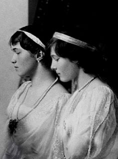 Formal Photo Of Grand Duchesses Olga & Tatiana Nikolaevna-1914