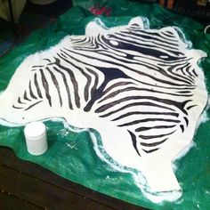 Painted Zebra Rug on a drop cloth. What to do to keep down the edges. Painted Rug, Painted Floors, Dyi Crafts, Crafts To Do, By Any Means Necessary, Diy Home Improvement, Rug Making, Diy Art, Animal Print Rug