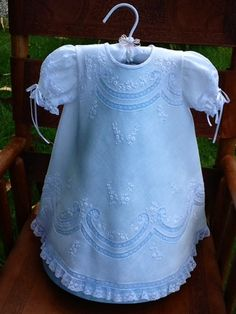 Baptism Dress, Christening Gowns, Little Girl Dresses, Girls Dresses, Frocks And Gowns, Baby Embroidery, Frilly Dresses, Baby Couture, Kids Frocks