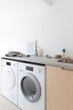 AD Utility renovation with a warm minimal Scandi look – Laundry Room Slate Appliances, Laundry Appliances, Home Appliances, Nordic Living Room, Old Washing Machine, Nordic Interior, Interior Design, Laundry Room Design, Laundry Rooms