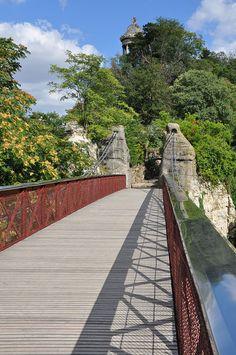 Passerelle suspendue Buttes Chaumont Paris 19e - Parc des Buttes-Chaumont — Wikipédia