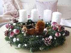 Mein Adventskranz.... - Foto von Mitglied Märchenzeit #solebich #interior #einrichtung #inneneinrichtung #deko #decor #advent #christmas #weihnachten #adventwreath #adventskranz #whitecandles #weißekerzen #squirrel #eichhörnchen