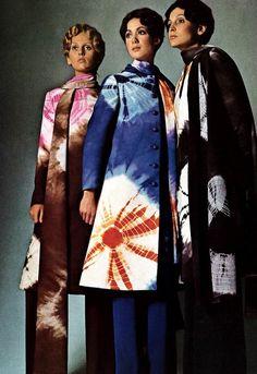 Tie Dye even went haute cotoure in the - Vogue Italia - 1970 Tie Dye Fashion, 70s Fashion, Fashion History, Look Fashion, African Fashion, Fashion Art, Vintage Fashion, Fashion Design, Fashion Trends