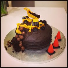 Easy Construction-themed Birthday Cake #diggercake