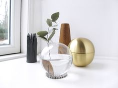 Easy DIY Vase from a Christmas Ball Ornament