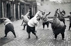 vintage everyday:  women undergoing a slimming course in a courtyard in New York, 1926