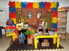 O confronto que foi sucesso nos cinemas invadiu a Festiva. Batman x Superman é mais um tema para os meninos que são fãs de heróis. 👊💥 #festiva #batmanvssuperman #Batman #superman #supermanvsbatman