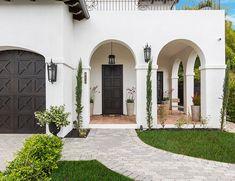 Spanish Exterior, Mediterranean Homes Exterior, Mediterranean Home Decor, Exterior Homes, Home Exterior Design, Tuscan Homes, Spanish Style Decor, Spanish Style Bathrooms, Spanish Style Homes