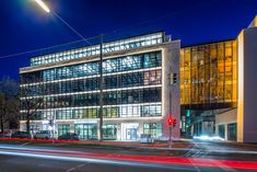 Haus 14 + 26 is the latest completed project of the ever expanding Neuen Balan Campus, Munich. Linear Lighting, Lighting Design, Office Lighting, Exterior Lighting, Downlights, Munich, Offices, Multi Story Building, Environment