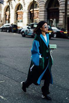 Лодочки в полиэтилене, поясные сумки через плечо и розовый с ног до головы | Журнал Harper's Bazaar