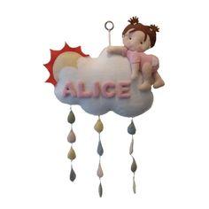 Nuvens e gotas estão bombando nas decorações infantis, mas essa linda menina subindo na nuvem é o charme que faltava.