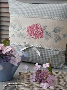 The House of Happiness: Jardin de Bagatelle. - The House of Happiness: Jardin de Bagatelle. Shabby Chic Pillows, Cute Pillows, Diy Pillows, Decorative Pillows, Throw Pillows, Cushion Cover Designs, Cushion Covers, Pillow Covers, Sewing Pillows