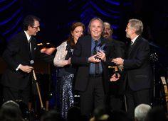 Joan Manuel Serrat recibiendo este premio especial.