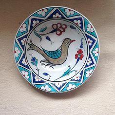 İznik çini tabak (replika ). #ibrahimkuşlu #frigseramik #çini #iznik #seramik #sanat #elsanatları #elyapımı #elboyama #tabak #tile #tileart #tiles #art #artwork #artmagazine #ceramics #homedecor #handmade #paintedtile #handpainted #design #ottomanart #seljuks #unique #instamag #instagram