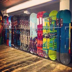 Voici un aperçu des nouveaux snowboards BURTON 2015! Ils sont tous disponibles à la boutique de Saint-Sauveur!! @burtonsnowboard  #ShredSeasonIsComing